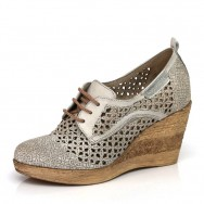 Дамски обувки с перфорация на кръгове, на платформа от 34 номер